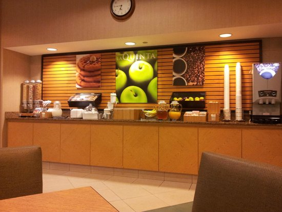 La Quinta Inn & Suites Denver Southwest Lakewood: Frühstücksraum