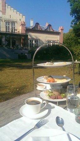 Padaste Manor: Breakfast in the garden 1