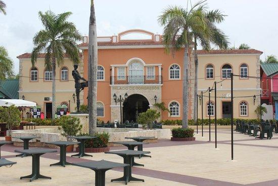 Grand Bahia Principe Bavaro : Hotel grounds