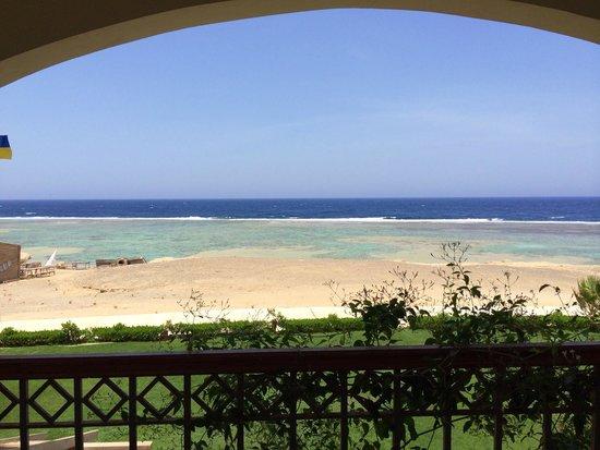 Concorde Moreen Beach Resort & Spa Marsa Alam : Panorama dal terrazzino della stanza 15109