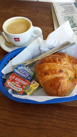 Paris Bakery Cafe : butter croissant and coffee