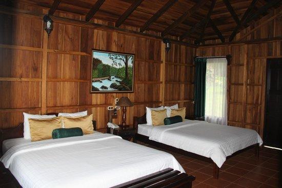 Hotel Lomas del Volcan: Large bedroom