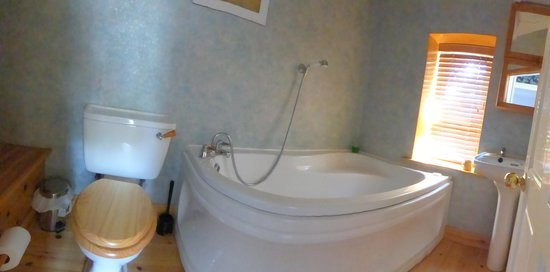 Avista B&B at Penrose: Standard Bedroom's en-suit bathroom