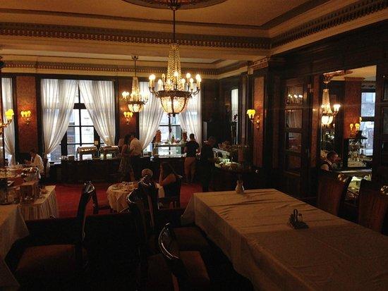 Danubius Hotel Astoria City Center: Dining