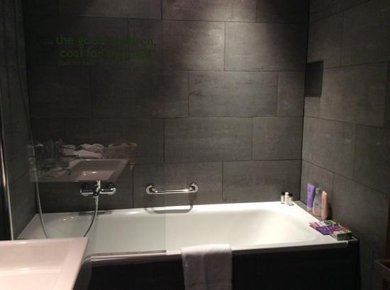 MOODs Boutique Hotel : big bathtub