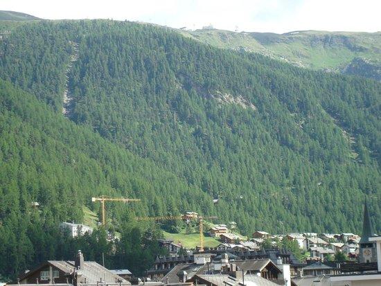 Resort Hotel Alex: View towards Riffelberg