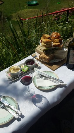 The Cleveland: Our afternoon tea in the garden