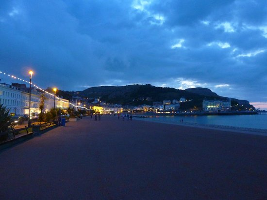 Promenade: Summer Evening in Llandudno