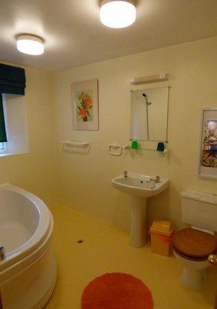 Avista B&B at Penrose: En-suite bathroom in suite 2
