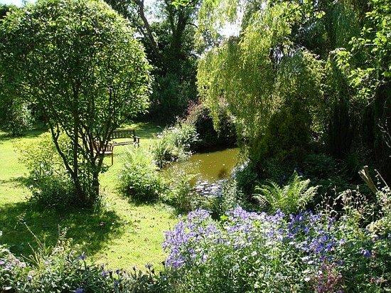 Avista B&B at Penrose: Two acres of gardens