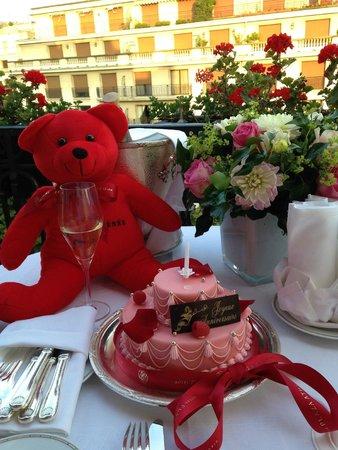 Hôtel Plaza Athénée: Soirée d'anniversaire sur Balcon-Terrasse
