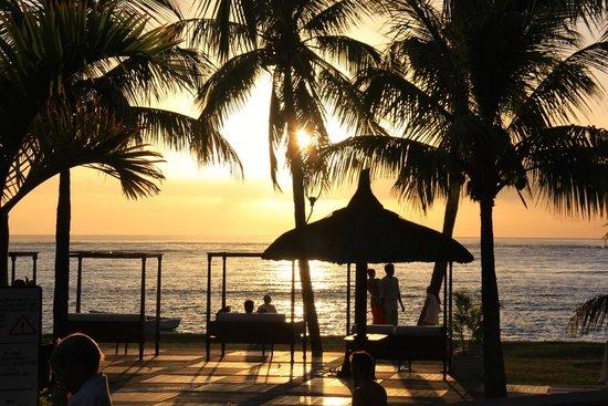 Dinarobin Beachcomber Golf Resort & Spa: Coucher de soleil