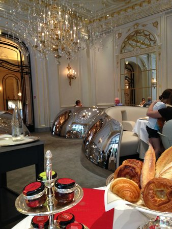 Hôtel Plaza Athénée : Salle du petit déjeuner