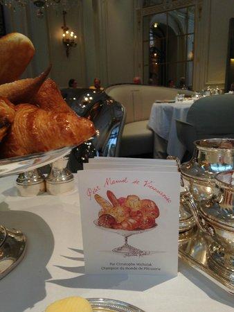 Hôtel Plaza Athénée: Petit Déjeuner