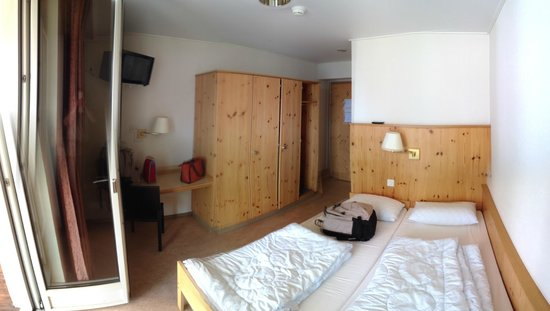 Youth Palace Davos: Ein Zimmer - Picture Of Davos Youth Hostel