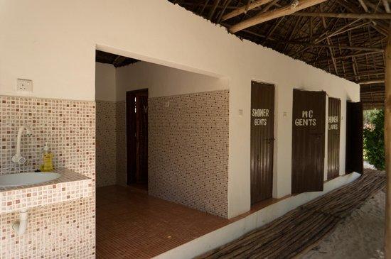 Demani Lodge: shared bathrooms