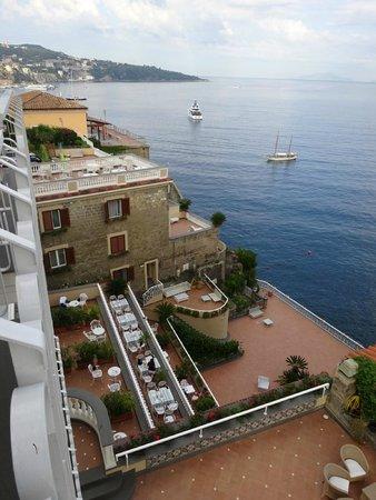 Hotel Corallo Sorrento: Hotelterrasse von unserem Balkon