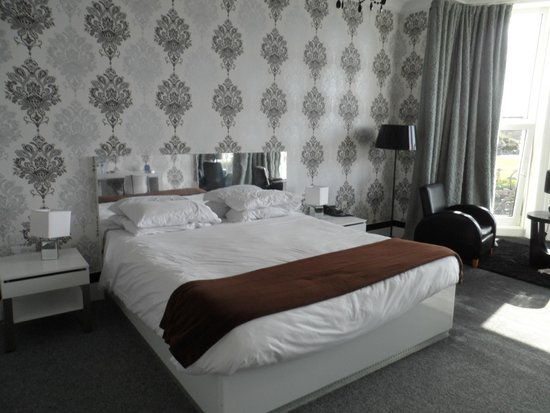 The Big Sleep Hotel Eastbourne by Compass Hospitality: King size Bed