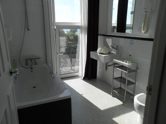 The Big Sleep Hotel Eastbourne by Compass Hospitality: Bathroom