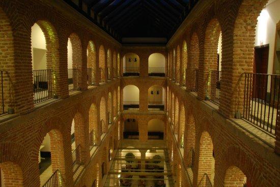 Parador de Turismo de La Granja: Vista interior nocturna