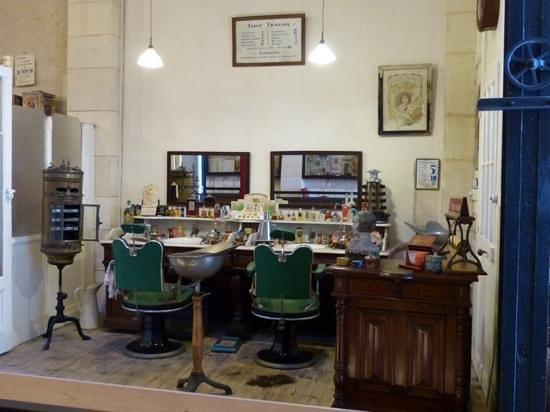 Musee des Commerces d'Autrefois : coiffeur/barbier