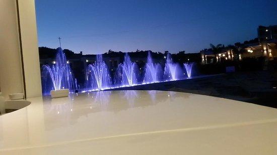 Princess Andriana Resort & Spa: Fountain light show