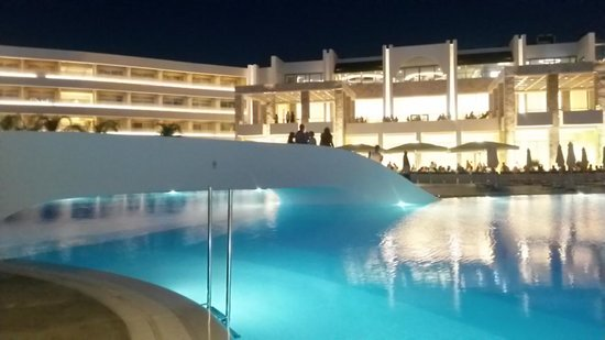 Princess Andriana Resort & Spa: Bridge over the pool