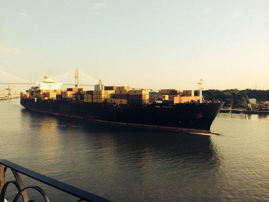 Hyatt Regency Savannah: Mega ships cruising past our balcony