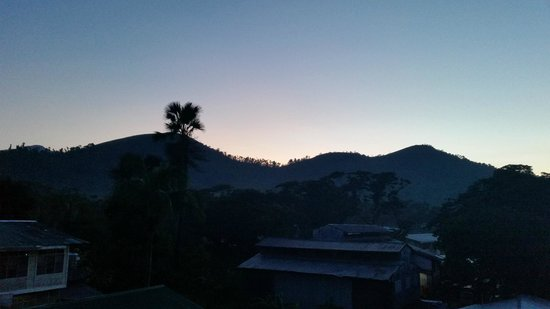 Micasa Lodge: Sunrise from the 3rd floor terrace of the hotel