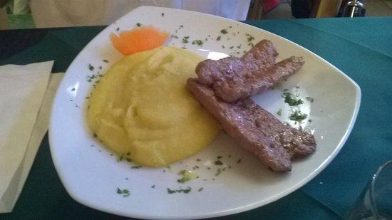 Il Ponte: salsicce con polenta