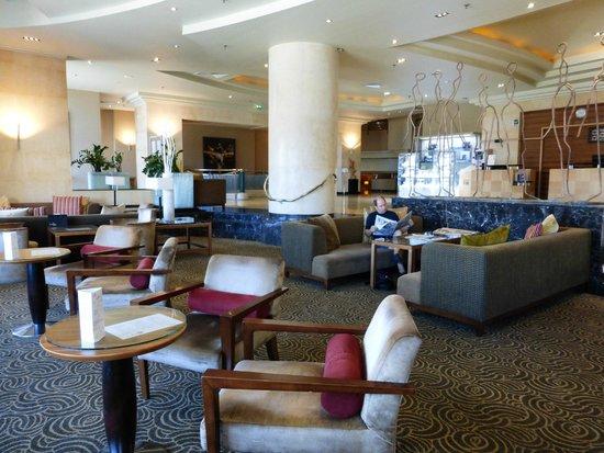 Le Meridien St. Julians : The reception area lounge