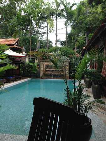 HanumanAlaya Villa : pool side breakfast