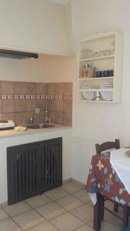Aspa Villas: Kitchen-area