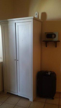 Aspa Villas: Wardrobe