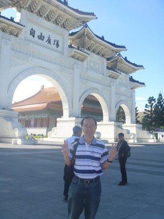 Chiang Kai-Shek Memorial Hall: At the Freedom Square~
