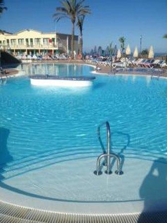 Natural Park Apartments: piscina