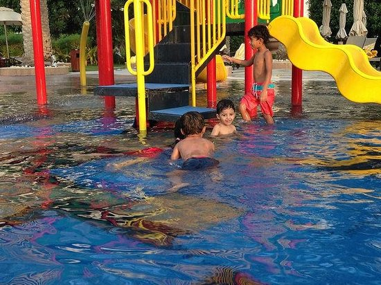 Al Raha Beach Hotel: kids playing area, need more safety measurement