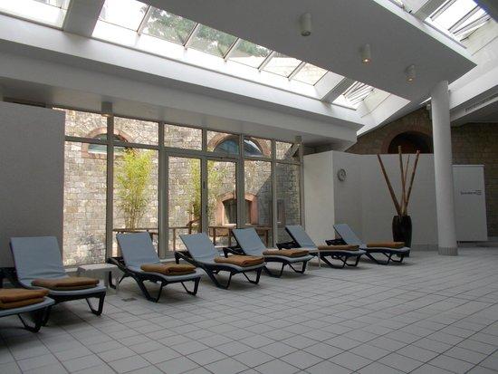 Novotel Mainz: área da piscina