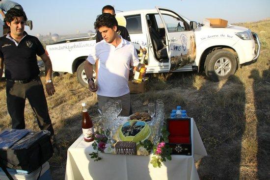 Turkiye Balloons: Ibrahim, Erdal our flight pilots cutting cake and champagne after Landing