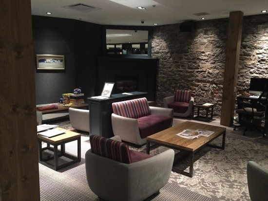 Hotel du Vieux-Quebec : The Lounge on the ground floor