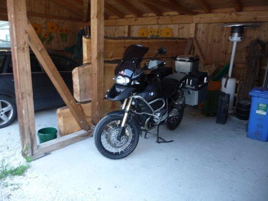 Alpengasthof Enzingerboden: Ruheplatz für meinen Freund...;-)