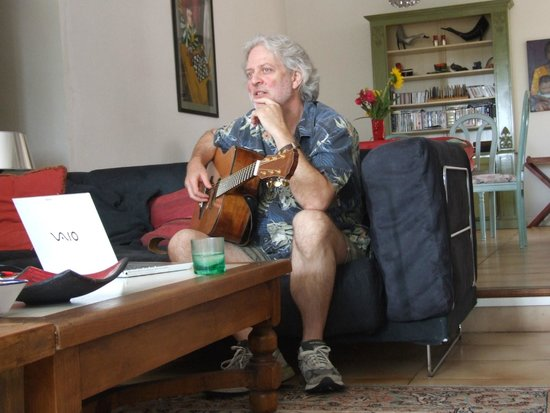 The French House Party, Carcassonne: Dean Friedman offering advice