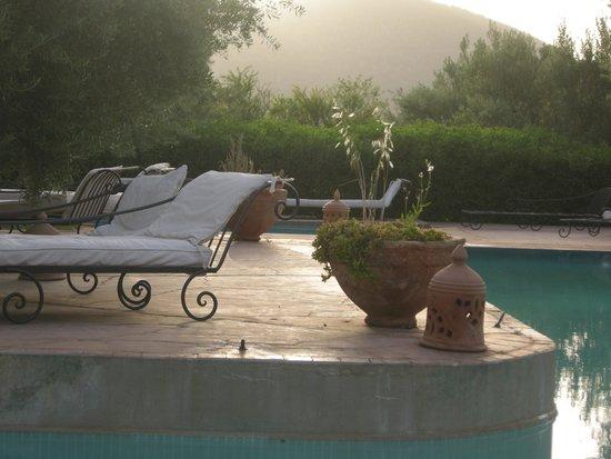 Ksar Shama : the pool in the evening sun