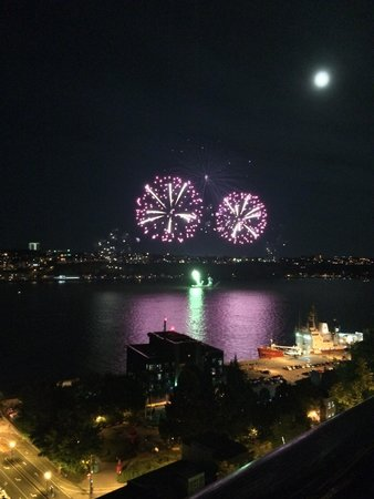 Hotel du Vieux-Quebec : Fireworks over the St. Lawrence river. See them most Saturday nights in July & August from le Te