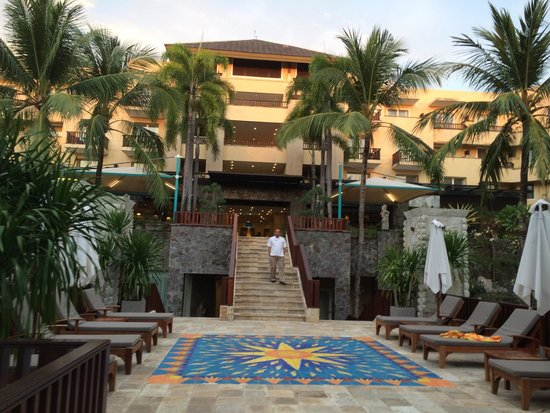 Kuta Paradiso Hotel: Near the pool
