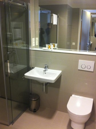 Hotel S-Port Veska: bathroom