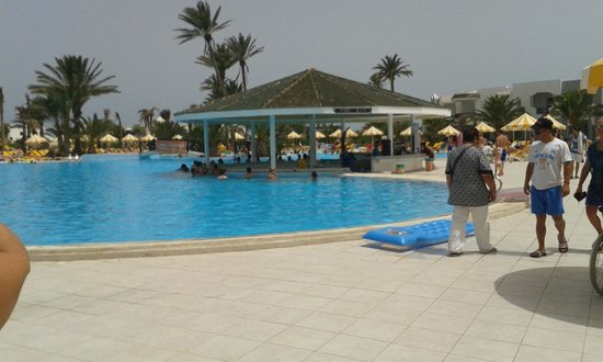 Djerba Holiday Beach: bar dans la piscine