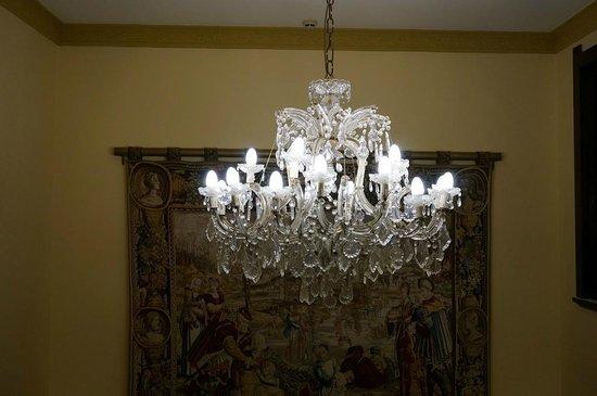 Palais Royale Blue Mountains : chandelier