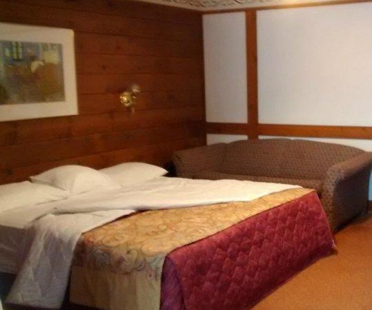 Hotel Alpine Inn : lit