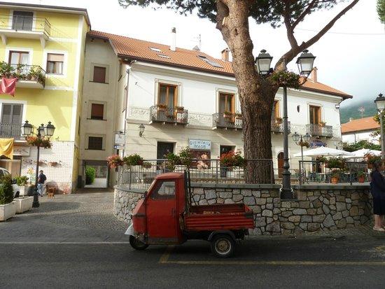 Nido Verde : Одна из площадей Аджеролы